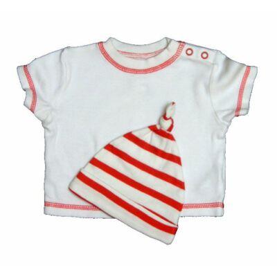 Piros fehér póló sapival (56)
